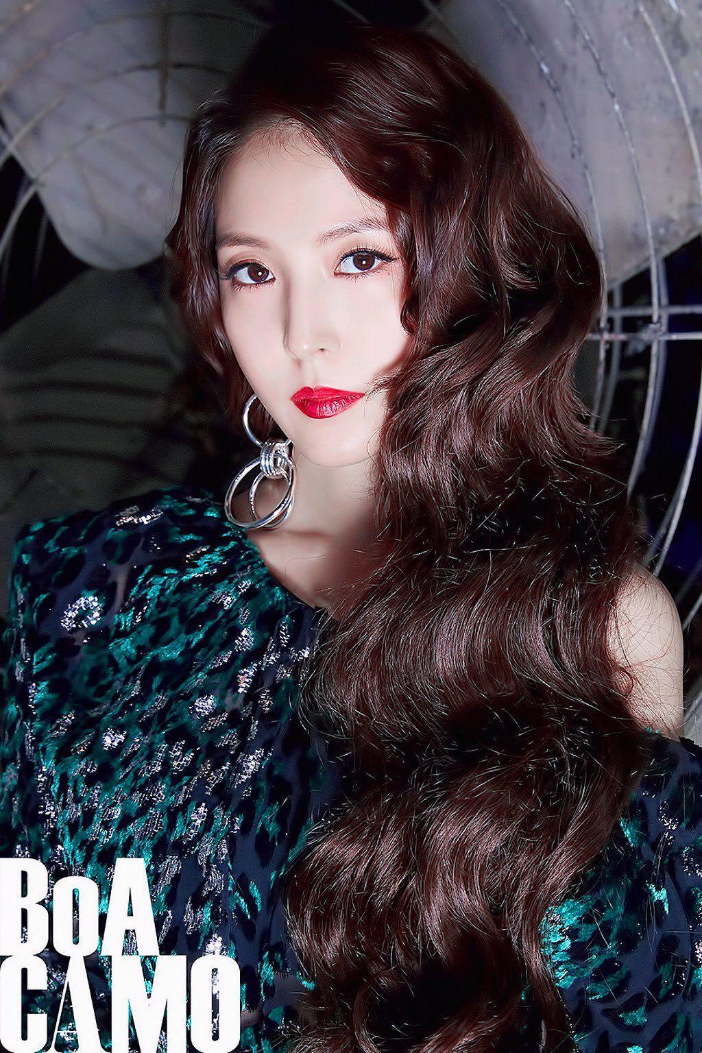 BoA (Kwon Bo Ah), sinh năm 1986, debut năm 2000. Cô là nữ ca sĩ solo thành công của Kpop thế hệ đầu tiên, là nghệ sĩ tiên phong mở đường cho làn sóng Hallyu tấn công thị trường Nhật Bản.