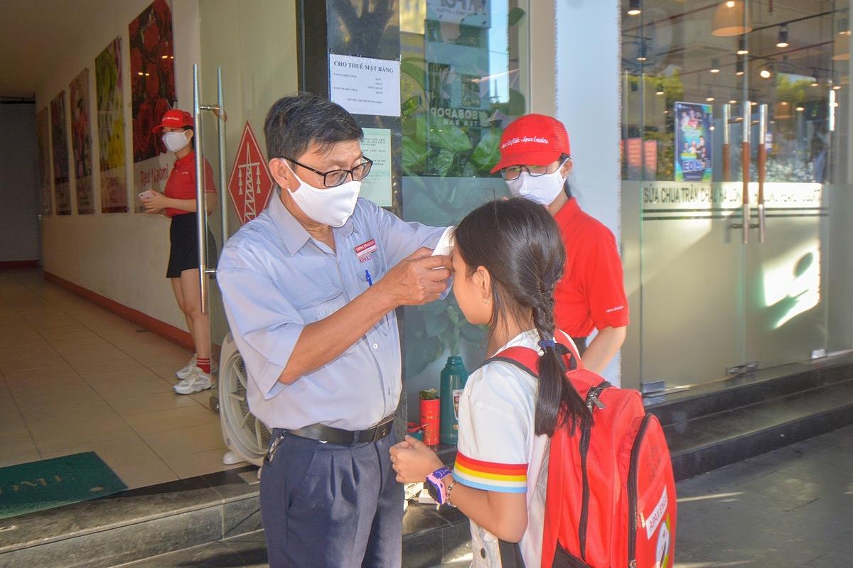Học sinh Đà Nẵng nghỉ học từ 13h ngày 26/7. Ảnh: Khôi Trần.