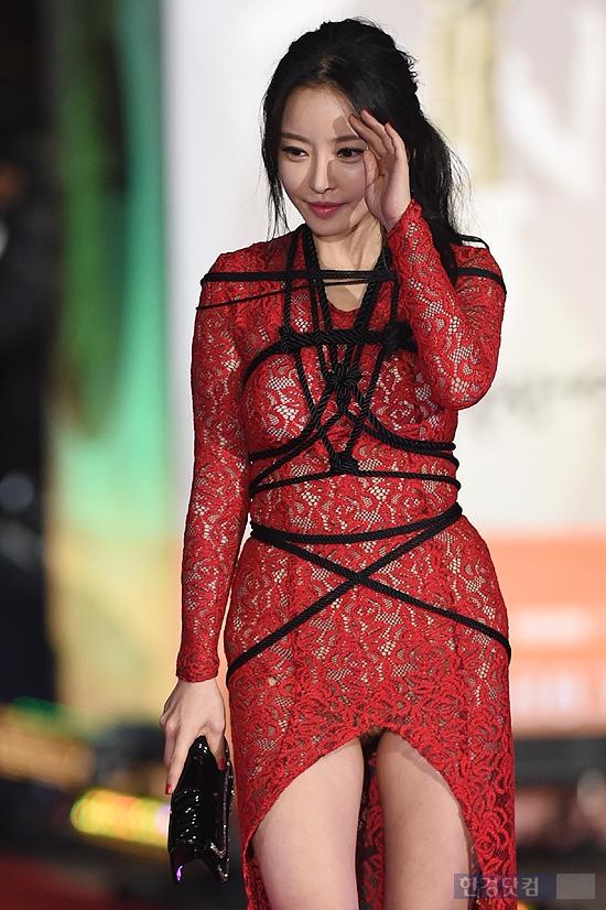 8 trang phục phản cảm nhất tại các lễ trao giải Hàn Quốc - 6