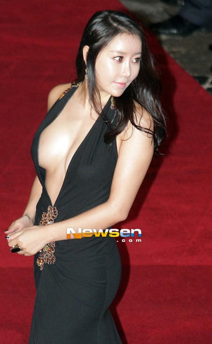 8 trang phục phản cảm nhất tại các lễ trao giải Hàn Quốc - 12
