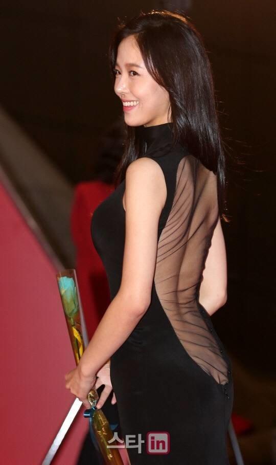 8 trang phục phản cảm nhất tại các lễ trao giải Hàn Quốc - 20
