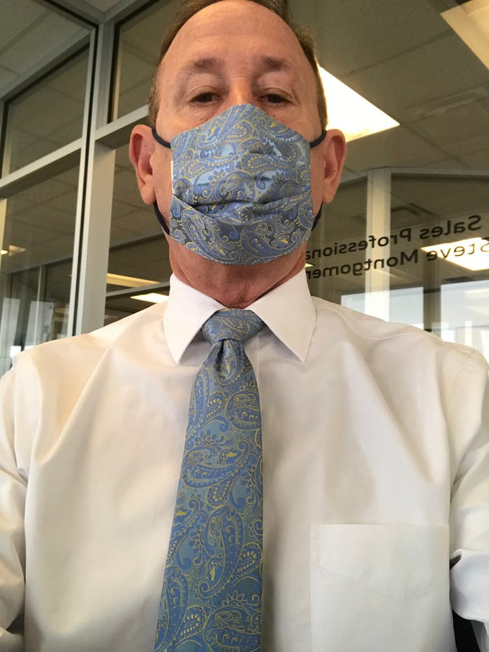 Ông bố gây sốt khi matching cà vạt và khẩu trang cực chất - 2
