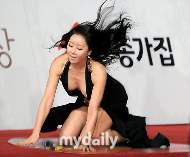 8 trang phục phản cảm nhất tại các lễ trao giải Hàn Quốc - 14