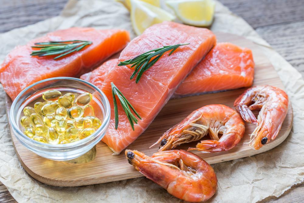 Omega 3 trong cá hồi cải thiện chức năng cơ tim, protein hỗ trợ giảm cân, vitamin và khoáng chất giúp xương chắc khỏe, giảm nguy cơ ung thư. Ảnh: Shutterstock.