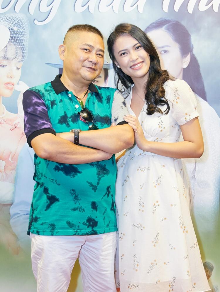 Diễn viên Kiều Khanh (phải) bên đạo diễn Chu Thiện.