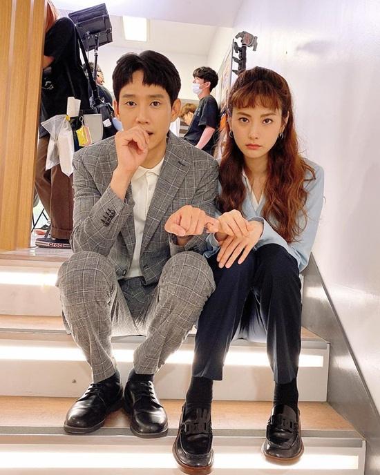 Nana và bạn diễn Park Sung Hoon khiến fan nô nức đẩy thuyền sau những khoảnh khắc cực ngọt trên phim và trong hậu trường.
