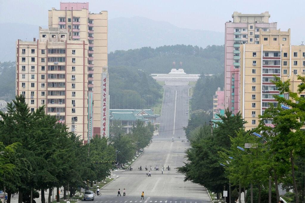 Một con đường dẫn tới thành phố Kaesong của Triều Tiên chụp ngày 23/7.