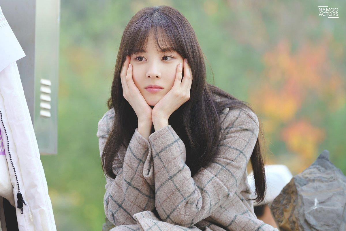 Seo Hyun có ngoại hình sáng và diễn xuất ổn định.
