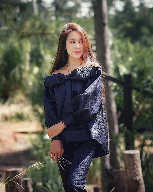 Minh Hà đã là mẹ bốn con nhưng trông trẻ trung chẳng khác gì gái còn son.