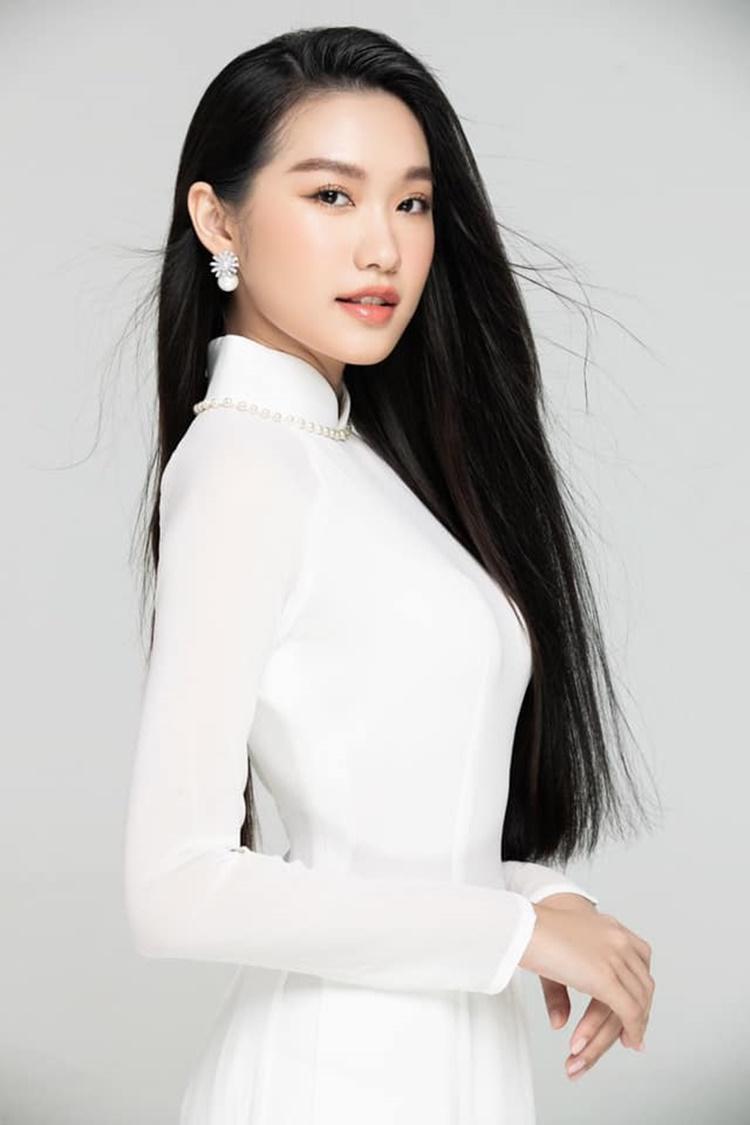 Doãn Hải My sinh năm 2001, là sinh viên năm nhất chương trình Chất lượng cao của Đại học Luật Hà Nội.