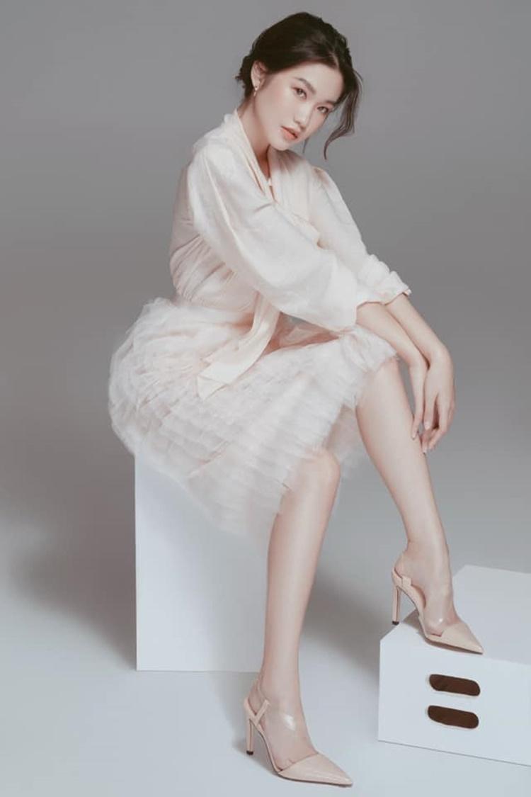 Ở Hà Nội, Hải My được một số nhãn hàng mời làm mẫu ảnh. Cô sở hữu thần thái chuyên nghiệp.