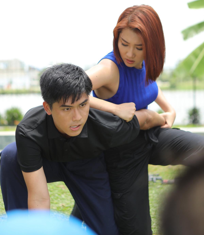 Nữ diễn viên tự thực hiện các cảnh hành động.