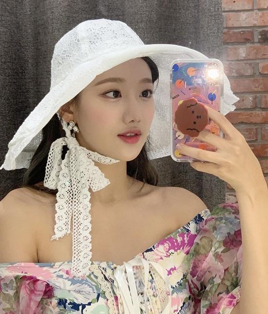 Na Eun (April) mang đậm hơi thở mùa hè.