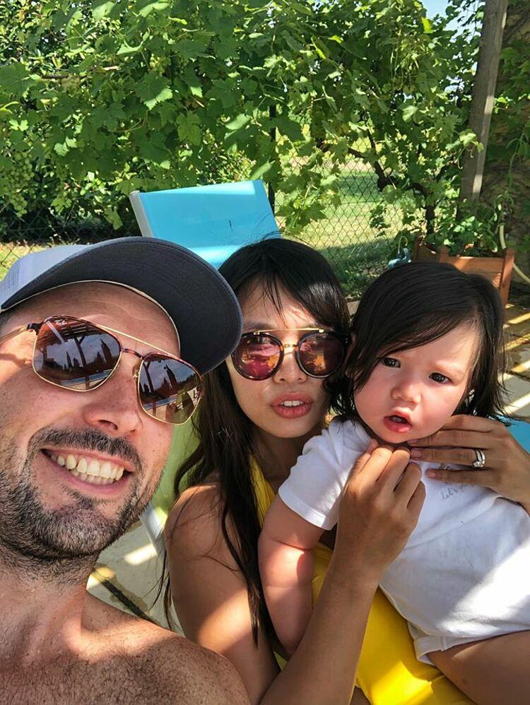 Gia đình Hà Anh tự cách ly sau chuyến nghỉ dưỡng ở Đà Nẵng.