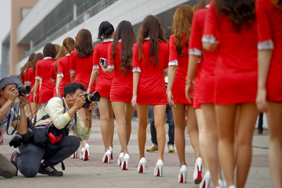 Những cô gái mặc váy ngắn tại Giải đua xe Công thức 1 Hàn Quốc năm 2012. Ảnh minh họa.