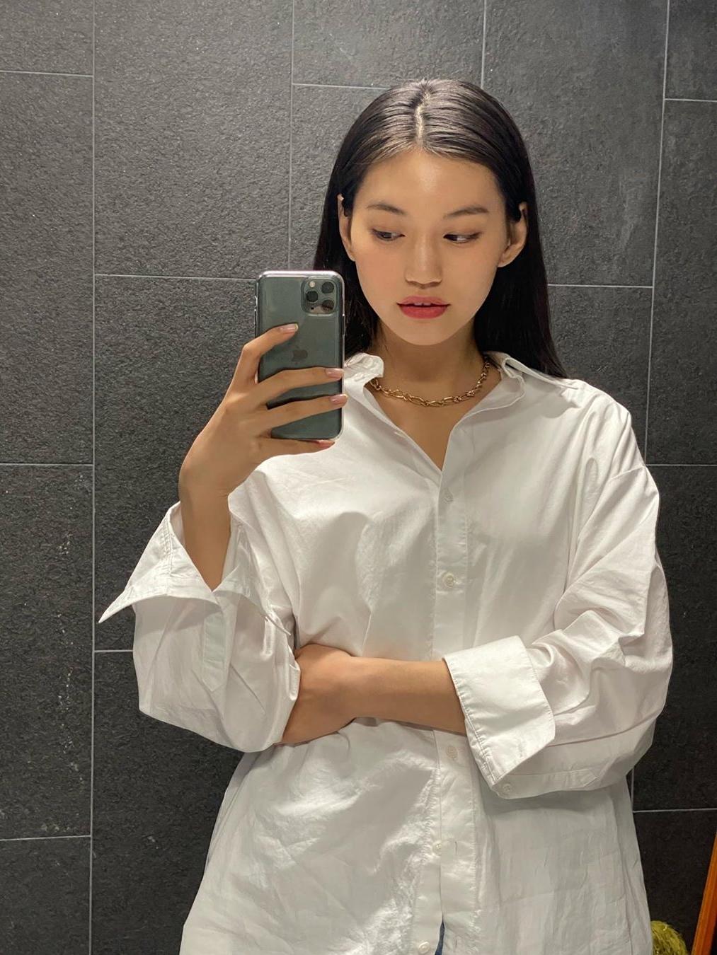 Nhiều fan Hàn Quốc theo dõi Do Yeon để học hỏi gu thời trang chất lừ của cô nàng.