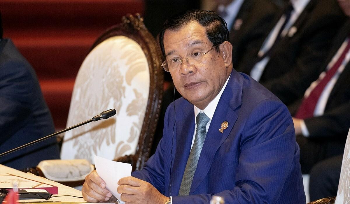 Thủ tướng Campuchia, Hun Sen kêu gọi các nhà chức trách dẹp những phụ nữ mặc hở hang livestream bán quần áo.