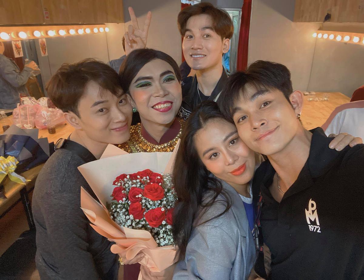Hội bạn thân Vbiz gồm Jun Phạm, Trúc Nhân, Ali Hoàng Dương và Nam Thư đến ủng hộ vở kịch mới của Minh Dự.