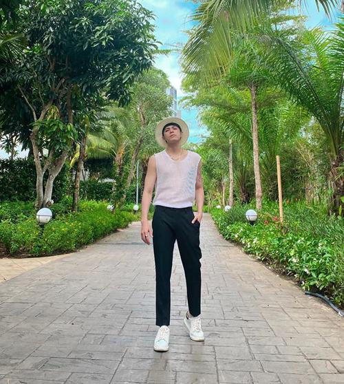 Đăng ảnh bảnh bao ở khu du lịch, Noo Phước Thịnh hỏi fan: Ổn không?.