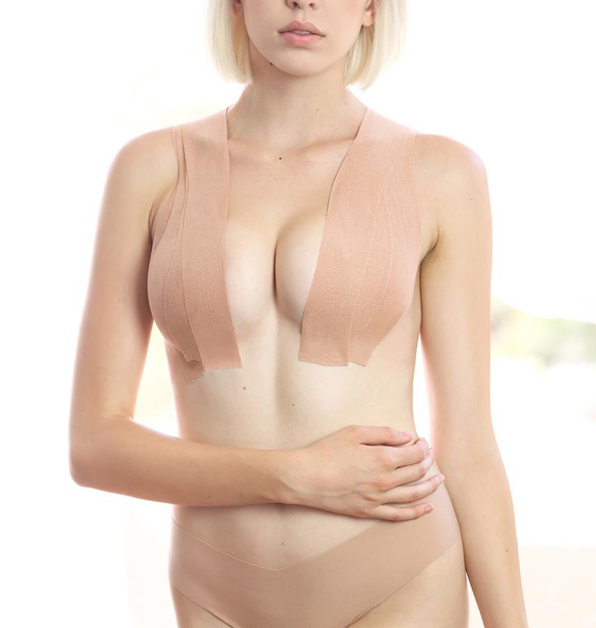 Khi sử dụng, bạn tùy thích cắt băng dính thành độ dài phù hợp để che chắn và cố định vòng một. So với các kiểu miếng dán ngực dạng dấy thông thường, boob tape hiệu quả hơn hẳn trong việc nâng đỡ, giúp vòng một tròn trịa, gợi cảm hơn.