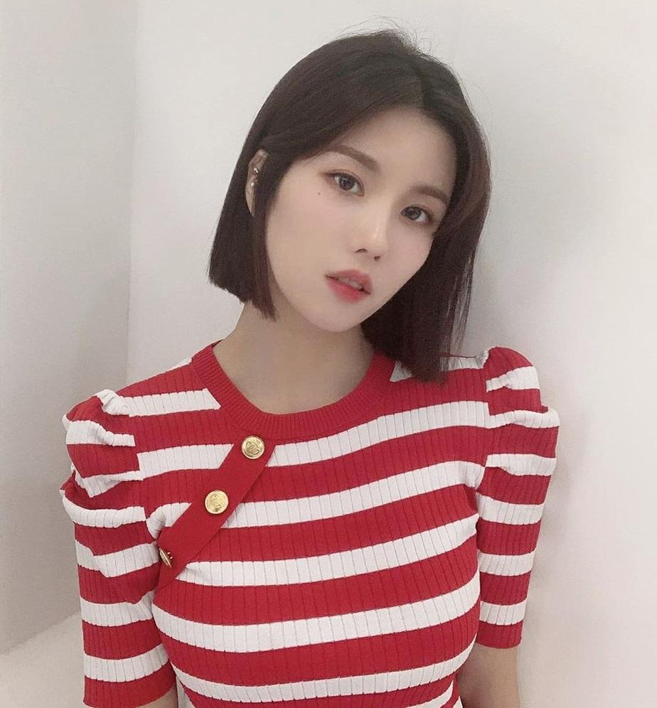 Eun Bi (IZONE) có hình ảnh chị đại sắc sảo với mái tóc ngắn cá tính.