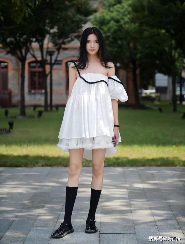 Không giới hạn bất cứ phong cách nào, giới trẻ Trung Quốc sẵn sàng ra đường với những set đồ phức tạp, diêm dúa.