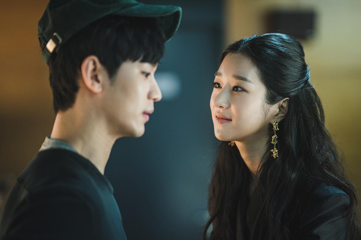 Học cách thả thính ngầu như Seo Ye Ji trong 'Điên thì có sao'