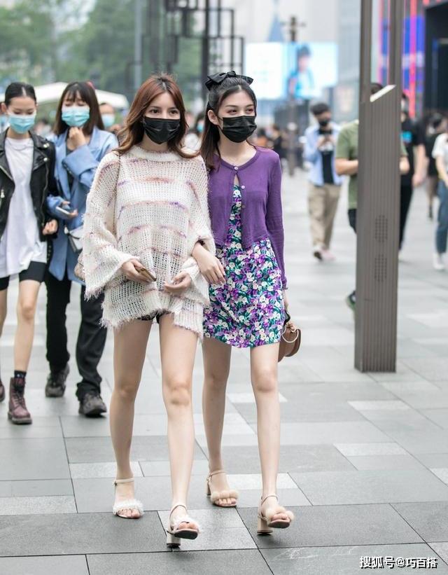 Họ không ngại các màu sắc nổi bật, đặc biệt là đam mê chạy theo xu hướng, nhất là những kiểu mốt đang hot trên các trang mua sắm như Taobao, Tmall...