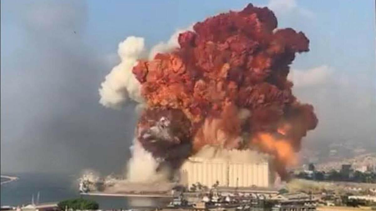 Đám mây hình nấm trong vụ nổ Beirut. Ảnh:Sun.