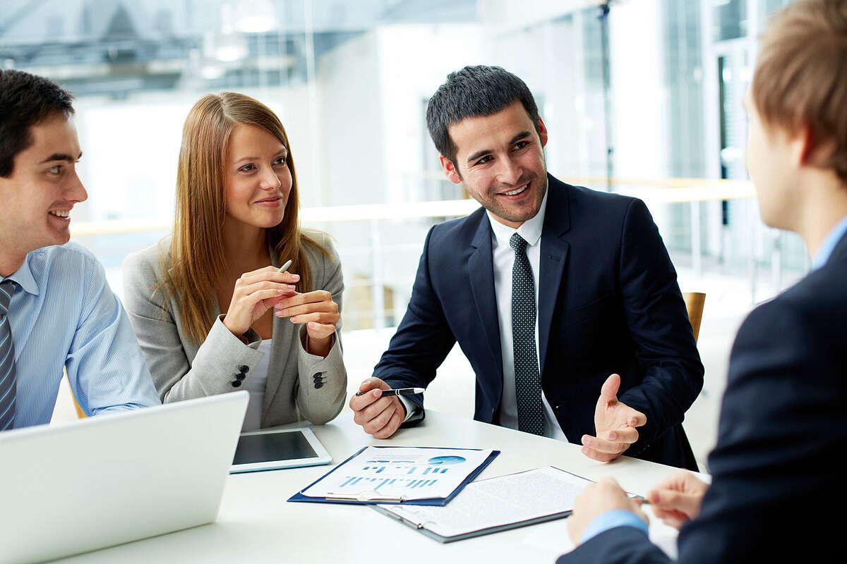 Thân thiện là một trong những yếu tố quan trọng nhất để thu hút khách hàng.