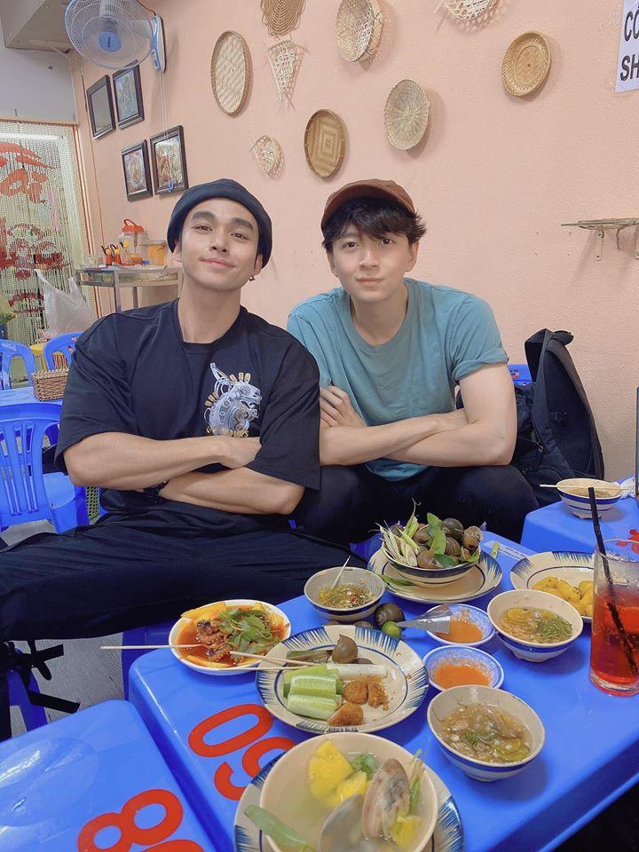 Đôi bạn thân Jun Phạm - Ngô Kiến Huy rủ nhau đi ăn ốc.