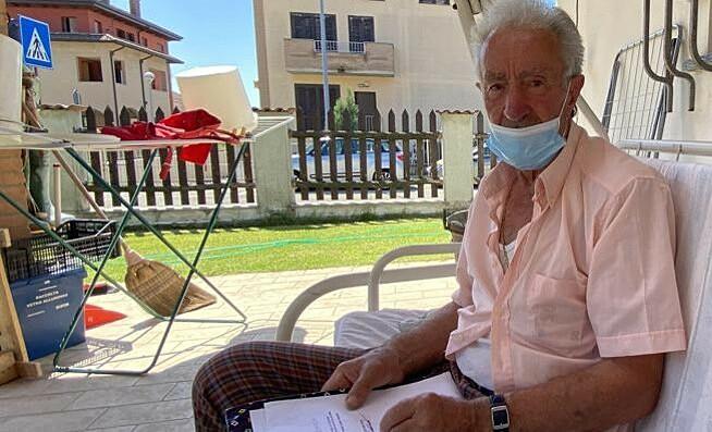 Ông Boletti, chủ nhân của con gà trống. Ảnh: Il Cittadino.