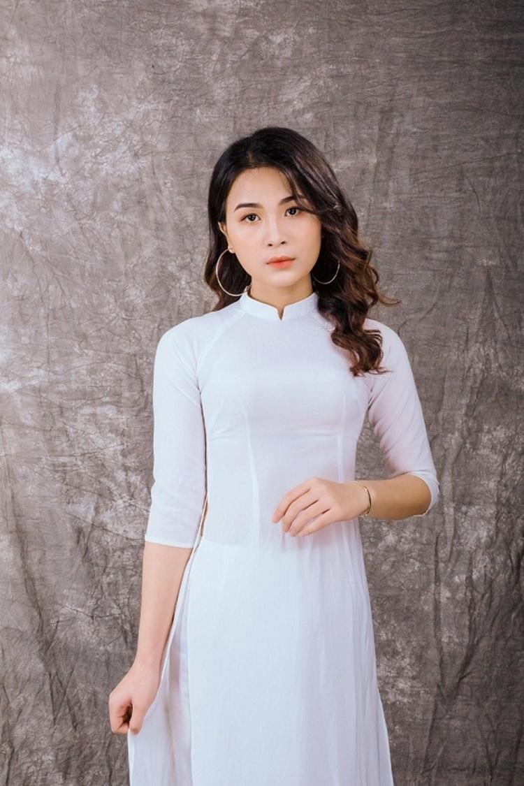 Nguyễn Thị Thu Hồng sinh năm 2000, quê Hải Dương. Cô cao 168 cm, hiện là sinh viên Đại học Y Hà Nội. Cô chọn ngành y để theo đuổi để hiện thực hóa ước mơ được chăm sóc sức khỏe cho những bệnh nhân có hoàn cảnh khó khăn.