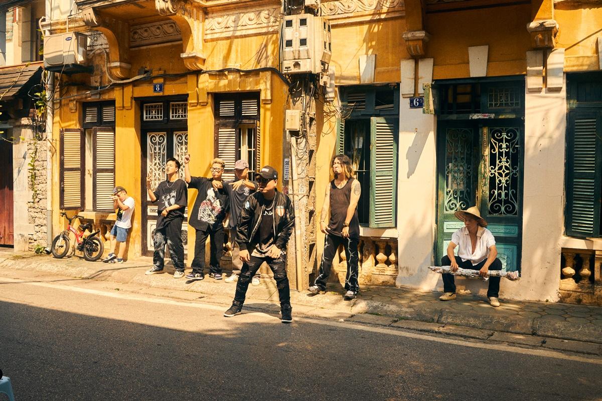 Nam Rapper mang từng góc phố nhỏ của Hà Nội và MV.