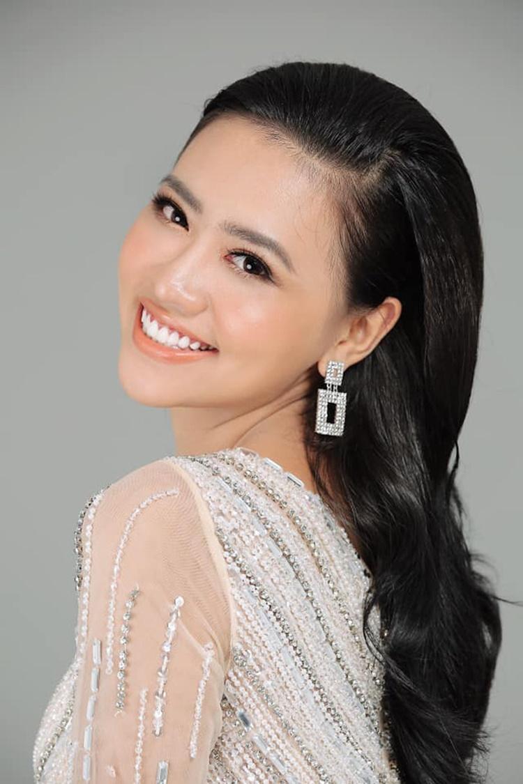 Lương Ánh My, 21 tuổi, là sinh viên năm ba khoa Đạo diễn, trường Đại học Sân khấu Điện ảnh TP HCM. Mẹ là chị cả, cô gọi Trang Nhung là dì.