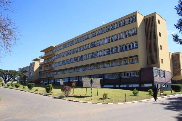 Nạn nhân được đưa đi cấp cứu tại bệnh viện đào tạo Kitwe.