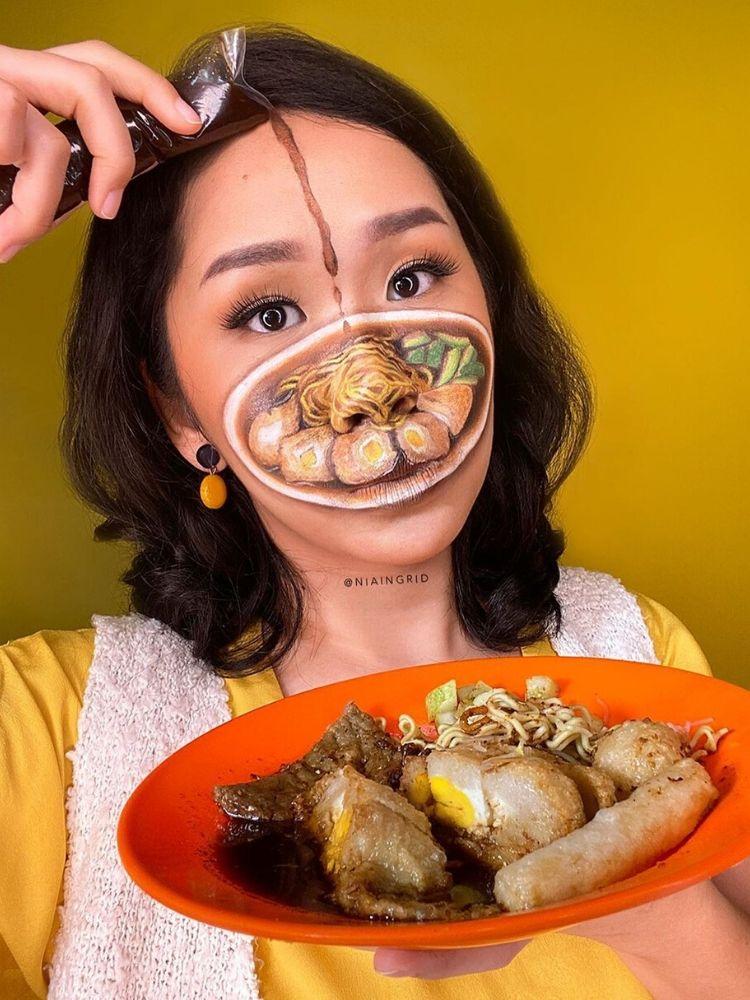 Thách thức lớn nhất là làm cho các món ăn giống thật, vì vậy tôi phải biết chính xác đó là nguyên liệu gì và làm thế nào để nó trông thật nhất có thể, Nia chia sẻ trong một buổi livestream trên Instagram.
