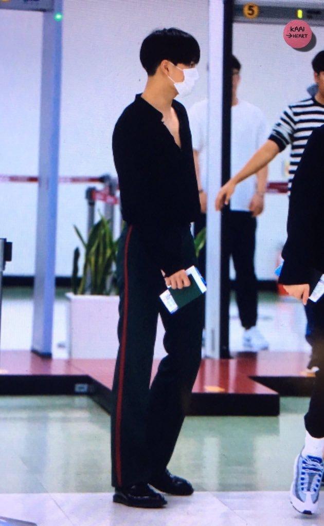 Kai của EXO cũng nhiều lần làm fan điêu đứng trước body quyến rũ.