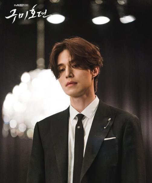 Sau khi tạo hình được tung ra, khán giả nhận xét Lee Dong Wook rất hợp với vai Yi Yeon. Anh có vẻ ngoài sắc sảo, nửa chính nửa tà cùng một diện mạo đẹp quyến rũ. Yi Yeon cũng được tiết lộ là một nhân vật rất yêu bản thân mình, thích chăm chút cho vẻ ngoài.