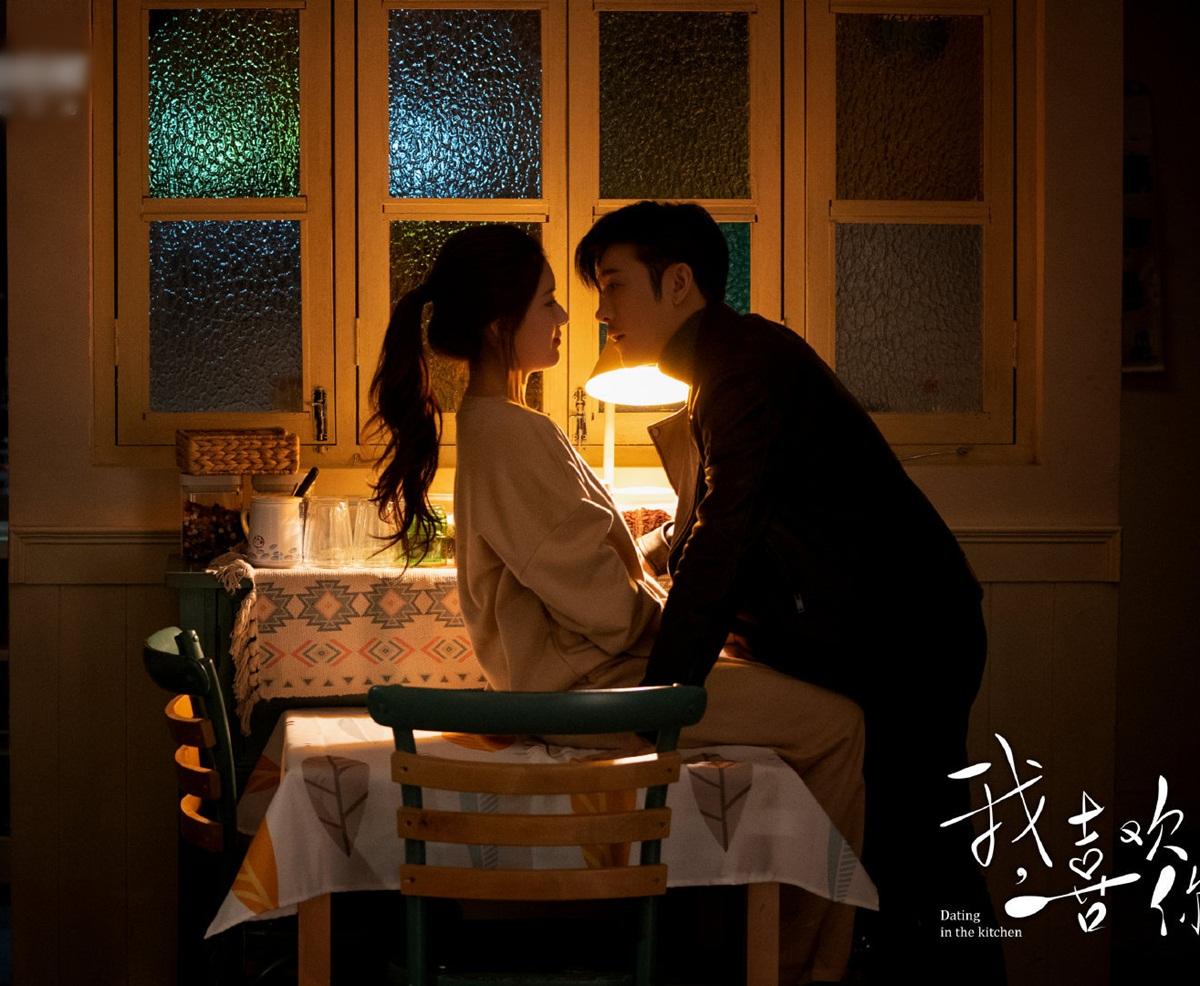 Triệu Lộ Tư và Lâm Vũ Thân có nhiều cảnh tình cảm trong phim.