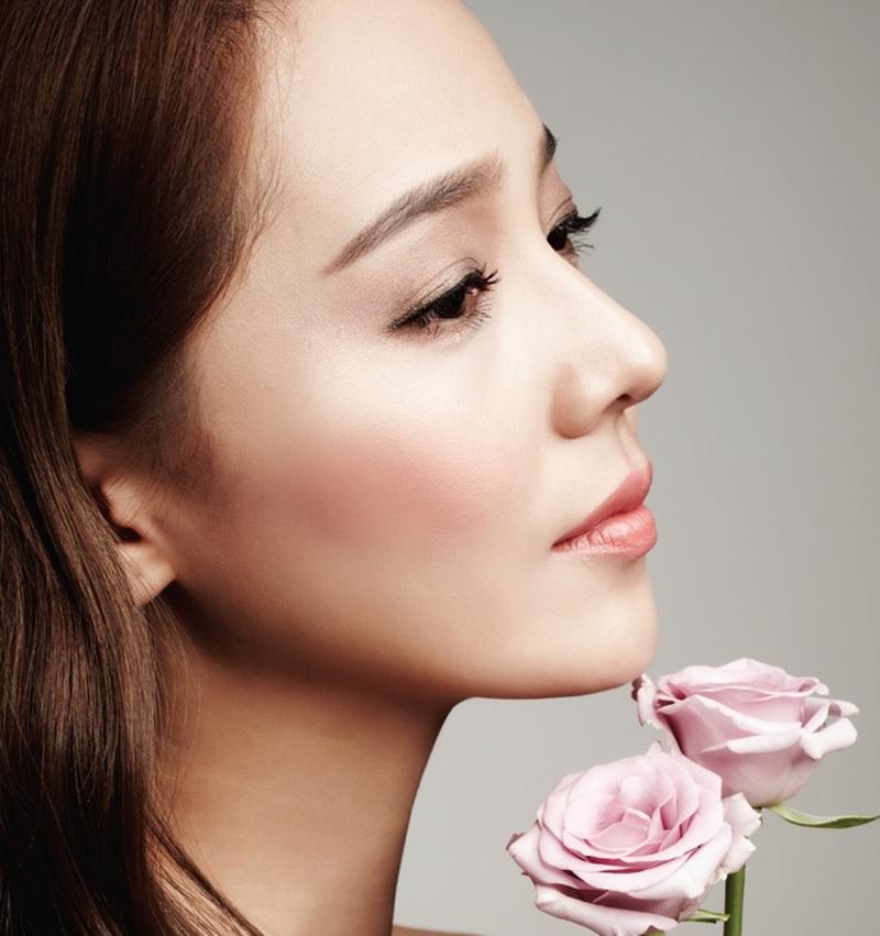 Tỷ lệ gương mặt của cô là tiêu chuẩn của nhiều bệnh viện thẩm mỹ ở Hàn.