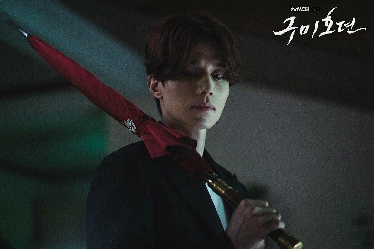 Ngoài ra, Yi Yeon còn là một người bảo hộ cho loài người trước yêu quái. Để hoàn thành vai diễn, Lee Dong Wook đã luyện tập cho các cảnh hành động và làm việc chăm chỉ để thực hiện các cảnh quay chi tiết.