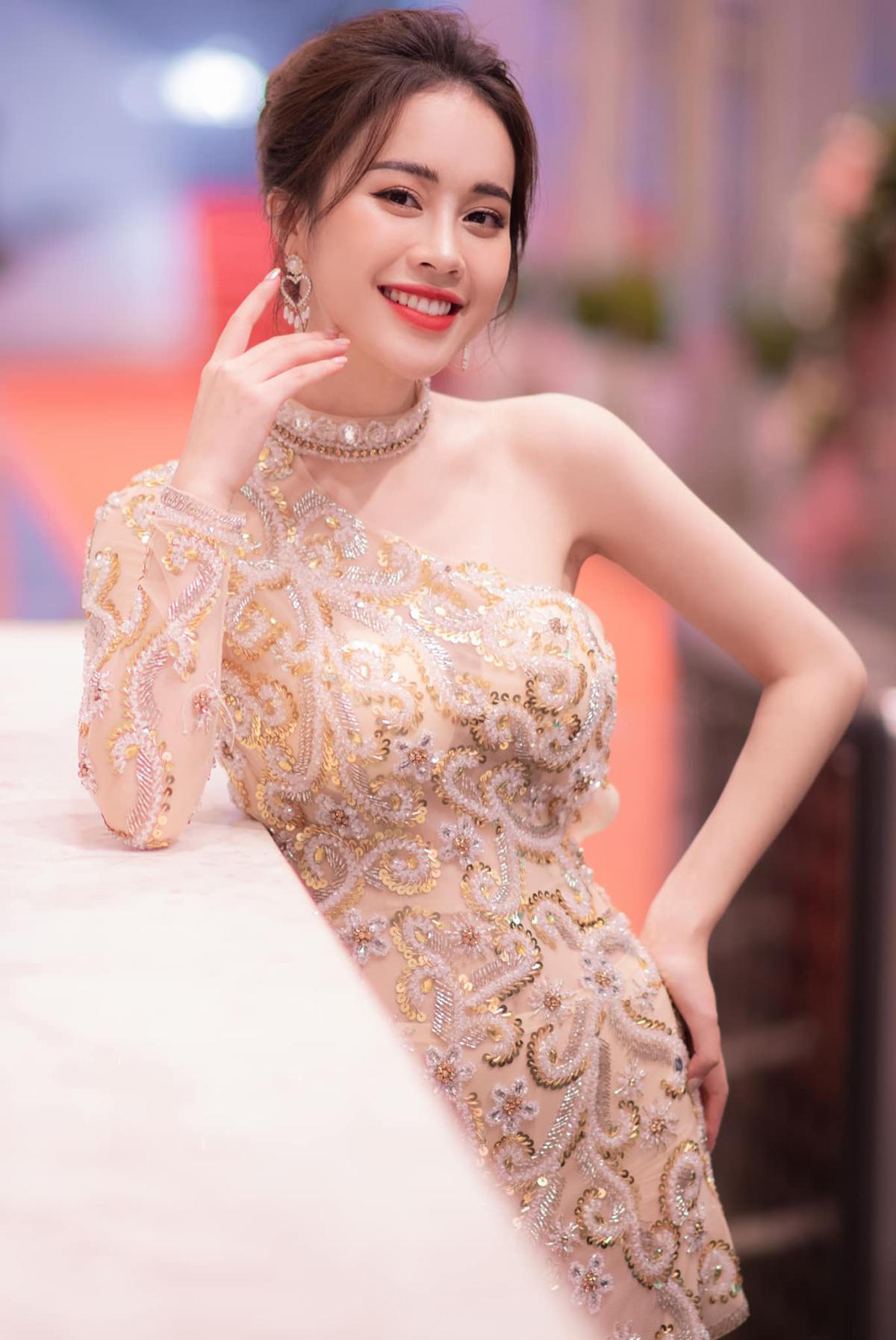 Ngoài gương mặt xinh đẹp, vóc dáng cân đối, Mai Phương còn có chiều cao 1,75 m. Đây là một lợi thế của cô trong cuộc thi.