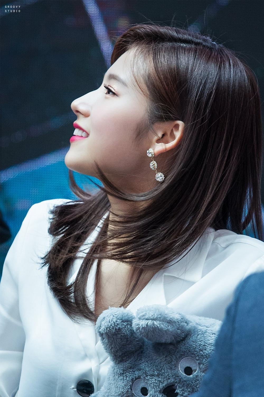 Sana được bình chọn là mỹ nhân có góc nghiêng đẹp nhất Twice.