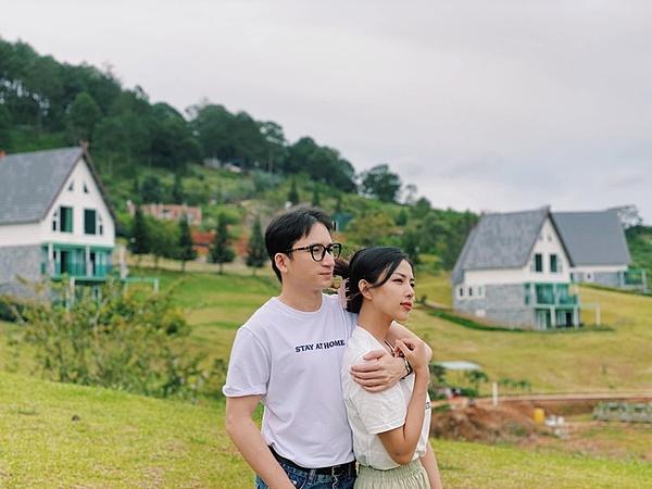 Phan Mạnh Quỳnh và bạn gái.