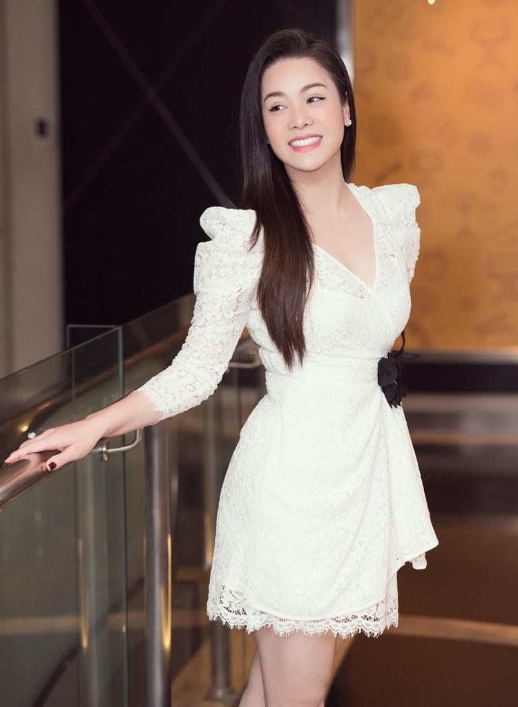 Nhật Kim Anh góp mặt tại buổi họp báo bộ phim Vua bánh mì phiên bản Việt, chiều 15/9 tại TP HCM. Nhân vật của cô trong phim mới là một y tá tên Dung, có con với chủ tiệm bánh (Cao Minh Đạt thủ vai) song bị vợ ông uy hiếp, phải bỏ trốn. Cô nhận tham gia phim ở thời điểm vừa ly hôn.