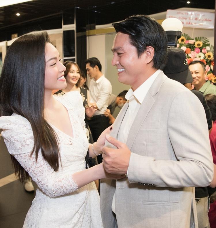 Nhật Kim Anh hội ngộ Cao Minh Đạt. Bộ đôi thân mật ở sự kiện. Năm 2019, họ đóng chính trong phim Tiếng sét trong mưa cũng do Phương Điền làm đạo diễn và gặt hái được nhiều thành công.
