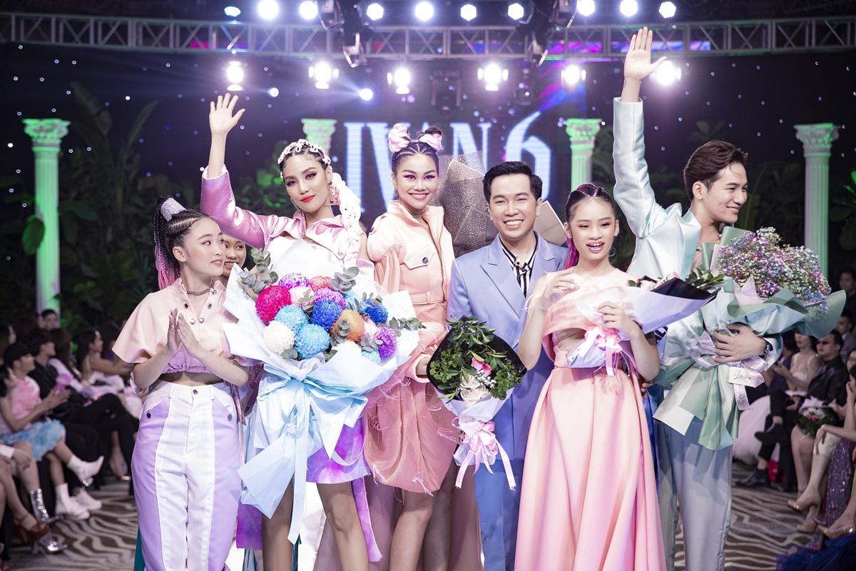Ivan Trần (vest xanh) chụp hình cùng Lan Khuê, Thanh Hằng, Ali Hoàng Dương và dàn mẫu nhí. Trước đó, anh từng hủy show nhiều lần vì Covid-19.