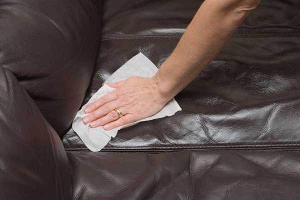 Sau khi sử dụng xong, người dùng có thể dùng khăn lau sạch khô hoặc ẩm bề mặt ghế.
