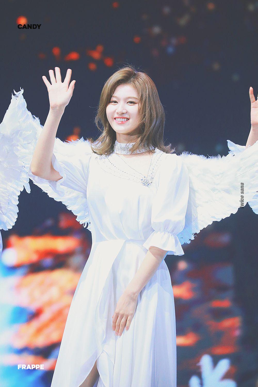 Sana (Twice) rạng ngời và xinh đẹp trong concept thiên thần.